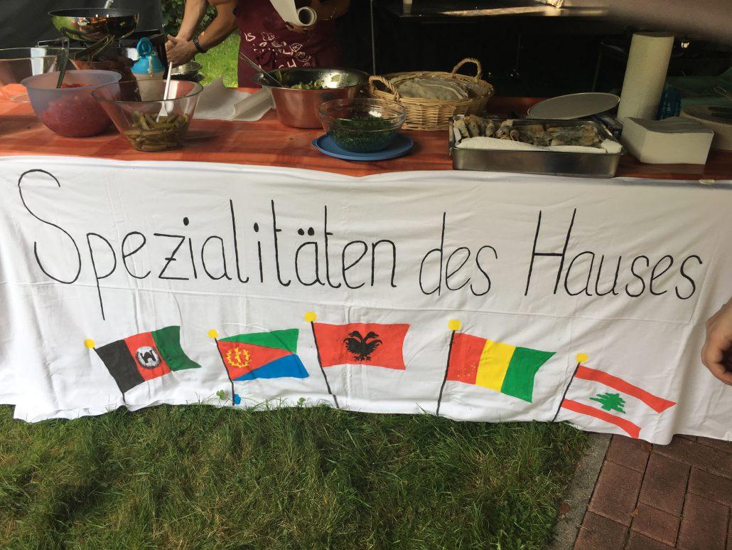 """Banner am Buffet """"Spezialtäten des Hauses"""""""